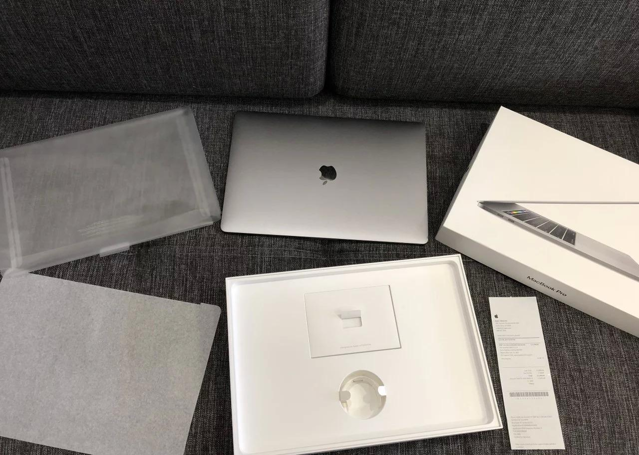 New MacBook-Pro-15-2017 With Accessories For Sell