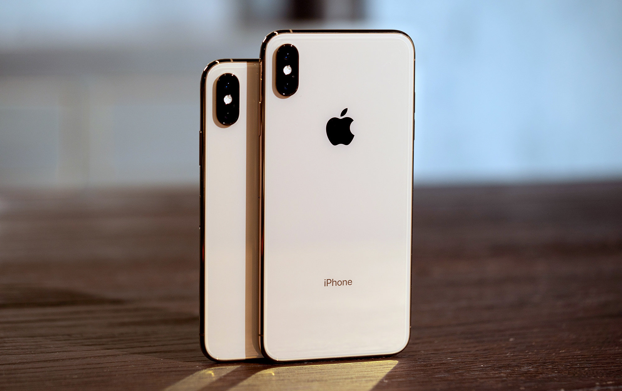 Cumpar iPhone XS in Londra