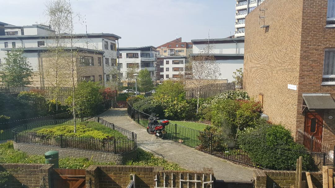 BROMLEY BY BOW (zona 2)- Loc in cam £80/sapt/pers