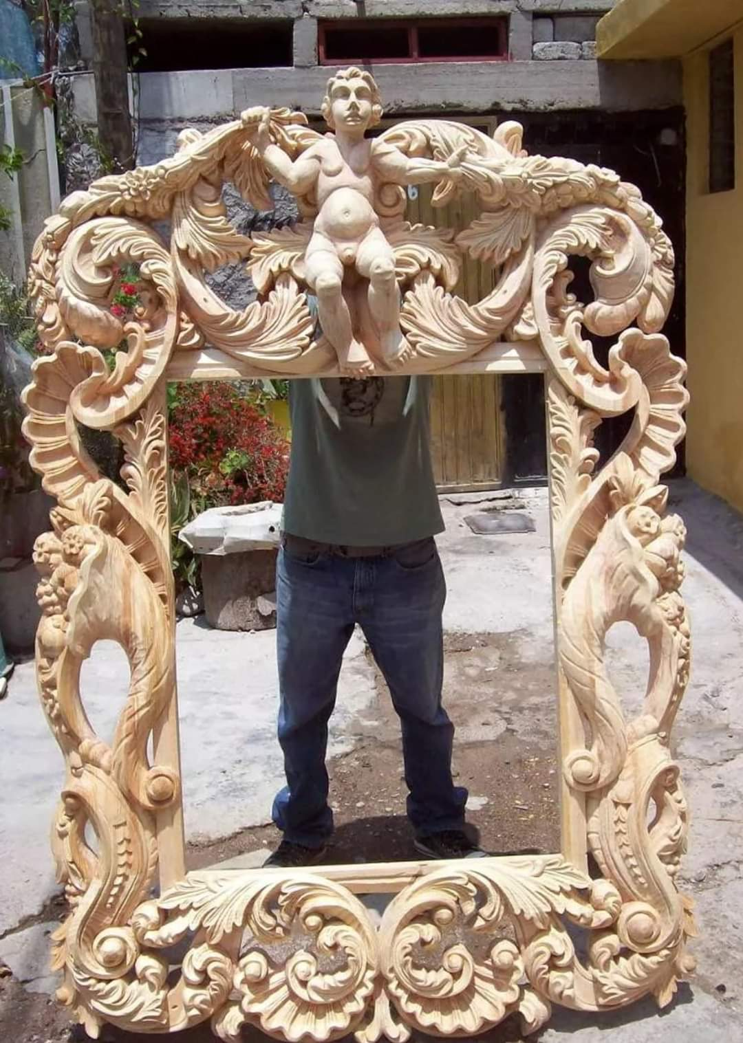 Restaurator mobila si antichități